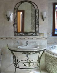 кованый стол и зеркало