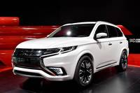 mitsubishi-outlander-phev-concept-s-makes-first-appearance-at-paris-2014-live-photos_1