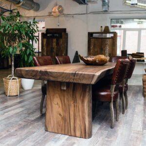 Преимущества дизайнерских столов из дерева